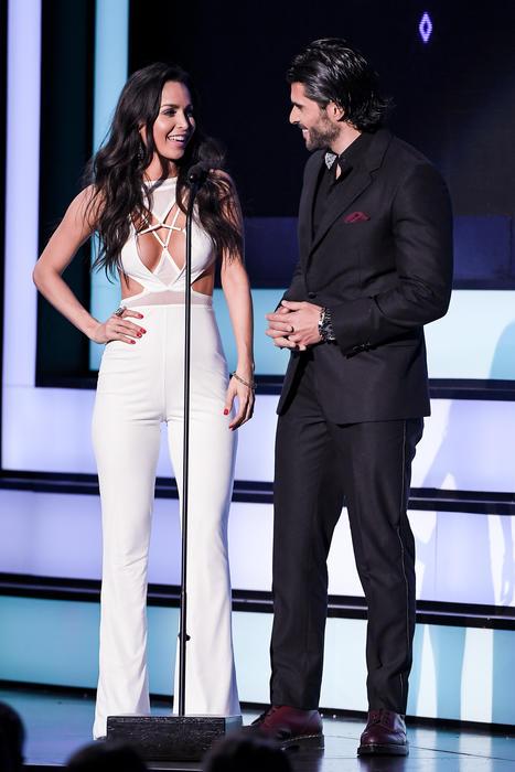 Carmen Villalobos y Juan Pablo Lleno, presentadores, Premios Tu Mundo, 2016