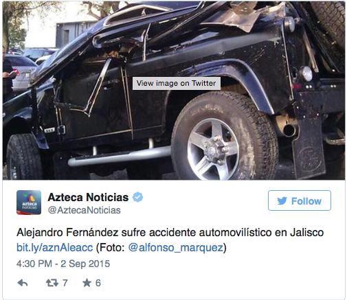 Foto del carro de Alejandro Fernández destrozado.