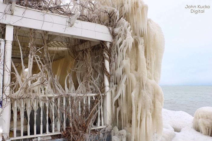 Casa helada/John Kukcho