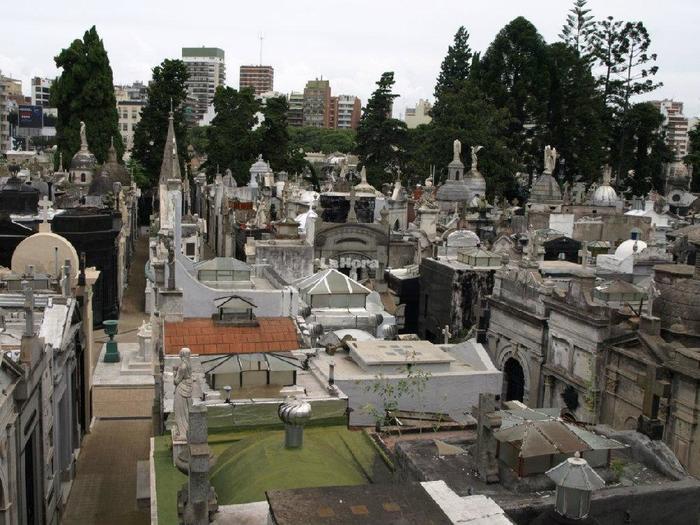 El cementerio Flores en Buenos Aires, donde según la leyenda se pasea el vampiro Belek.