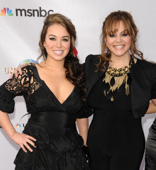 Chiquis Rivera con su madre Jenni Rivera en The Cable Show 2010: An Evening With NBC Universal