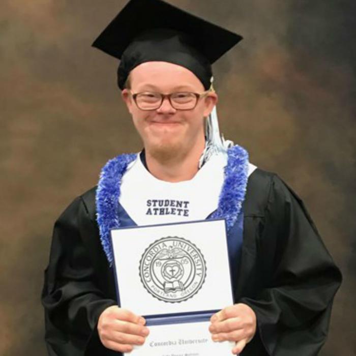 Cody Sullivan, graduado