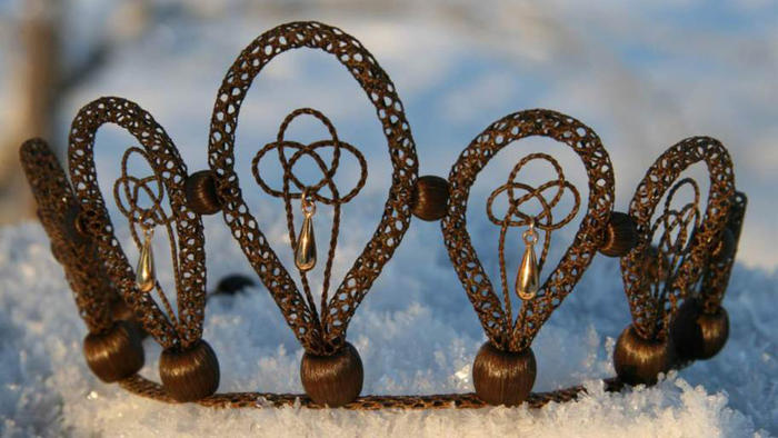 Corona de novia de cabello humano hecha por Nina Sparr