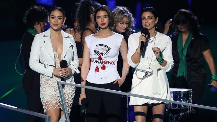 Danna Paola, Ángela Aguilar, Aislinn Derbez en los Spotify Awards 2020