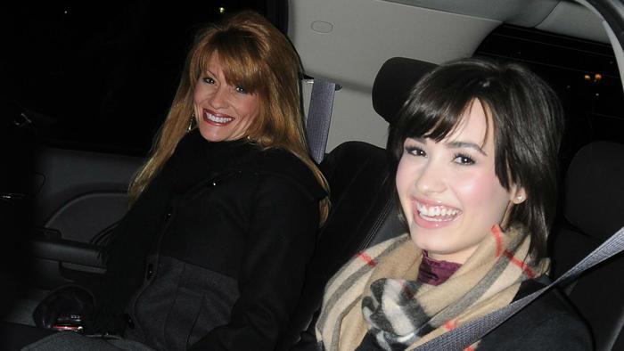Demi Lovato con su mamá en el 2009
