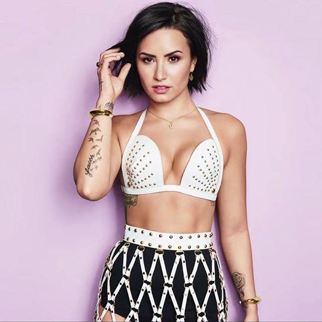 Demi Lovato pelo corto