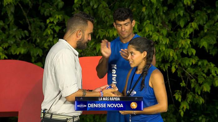 Denisse recibe su cuarta medalla