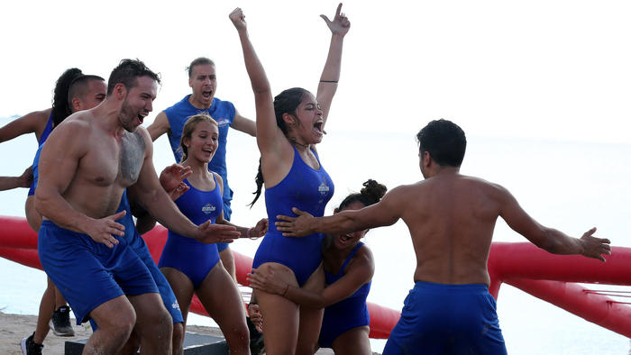 Denisse Novoa festeja el triunfo con Team Contendientes
