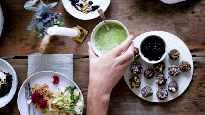 Desayuno saludable con té matcha