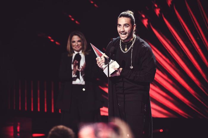 Maluma recibe premio