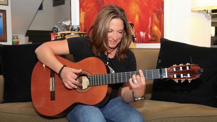 Ana María Polo y la guitarra