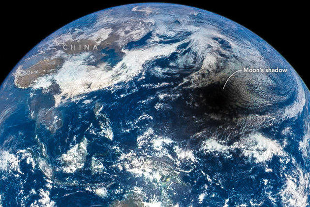 eclipse solar sobre la tierra
