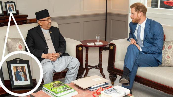 El príncipe Harry en una reunión con el primer ministro de Nepal, KP Sharma Oli, en junio de 2019
