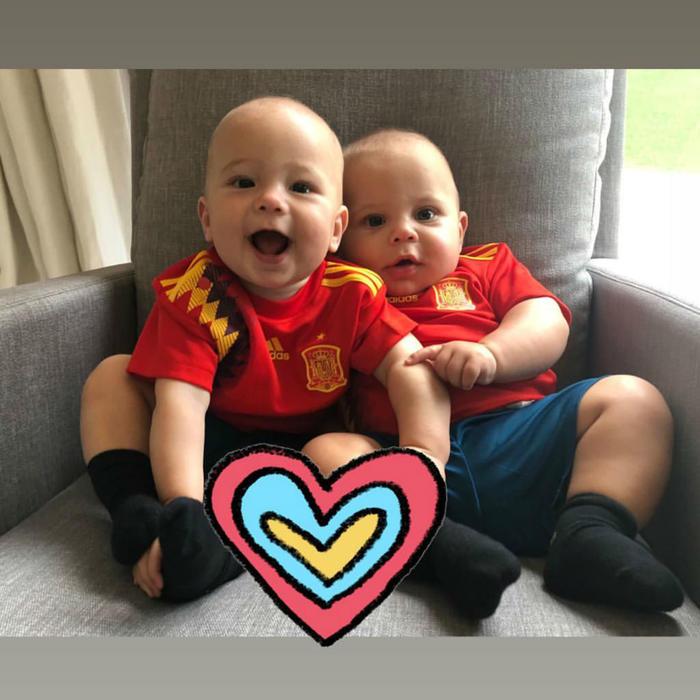 Enrique Iglesias y Anna Kournikova muestran cómo sus mellizos disfrutan del Mundial