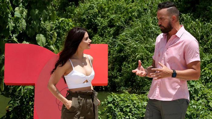 Erasmo Provenza hablando con Jessica Cediel en Exatlón Estados Unidos