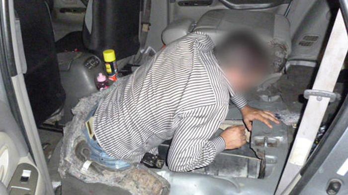 Brasileño trata de entrar a Estados Unidos escondido en el tanque de una camioneta