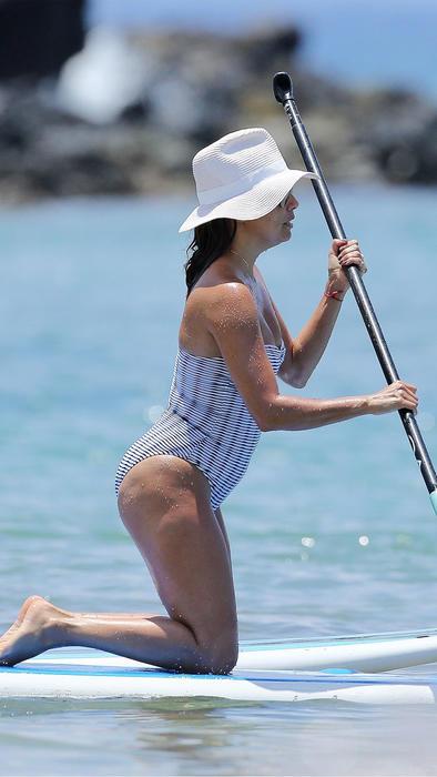 Eva Longoria hace paddle boarding