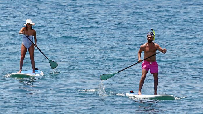 Eva Longoria y Pepe Bastón hacen paddle boarding