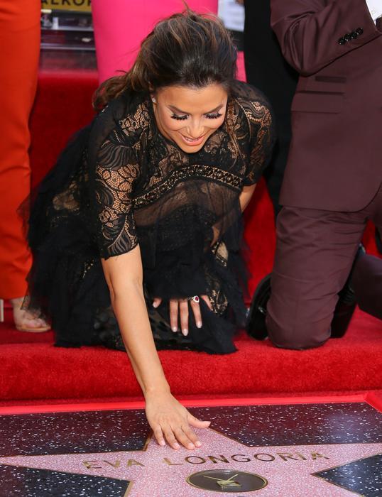 Eva Longoria en el paseo de fama en Hollywood