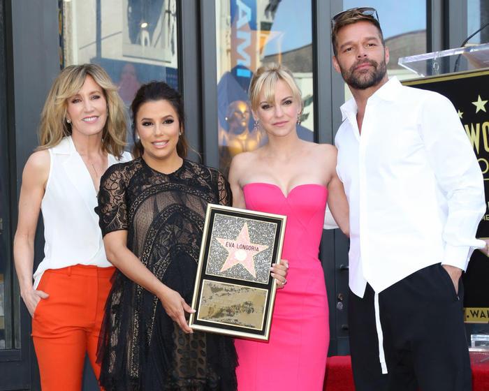 Eva Longoria, Ricky Martin, Felicity Huffman y Anna Faris en el paseo de la fama en Hollywood.