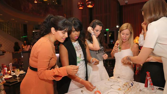 Blogueras de moda en el evento de Colgate Optic White