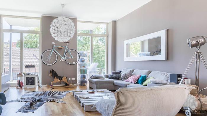 Sala decorada con cojines