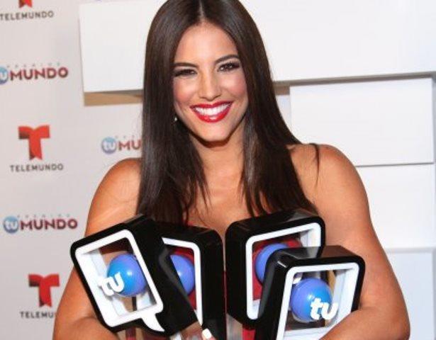 Gaby Espino con sus Premios