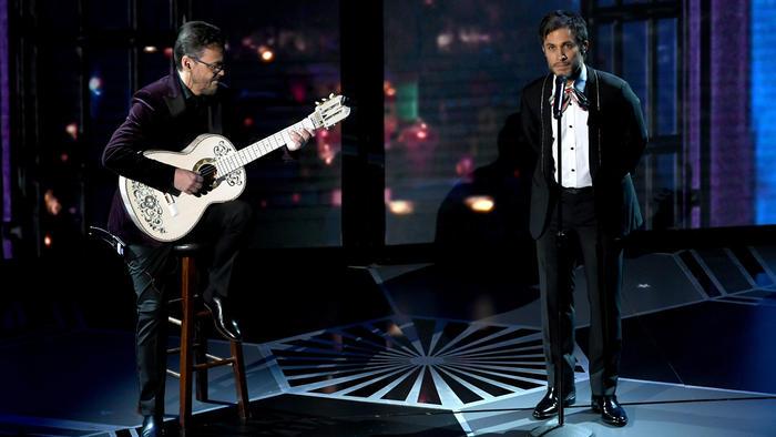 Gael García cantando en los Oscars 2018