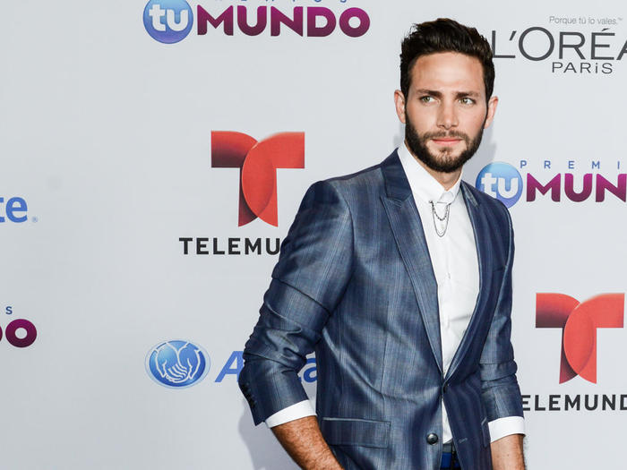 Galanes en la alfombra azul de Premios Tu Mundo 2014
