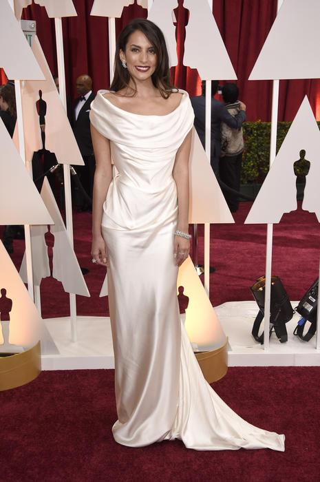 Génesis Rodríguez en la alfombra roja de los premios Oscar 2015
