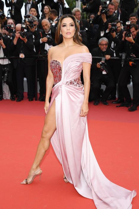 Eva Longoria con un vestido rosa en el festival de Cannes 2019