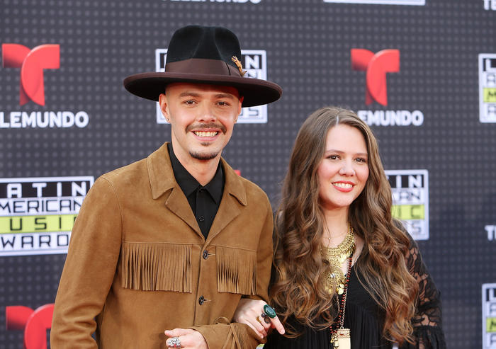 Jesse & Joy en los Latin American Music Awards 2015