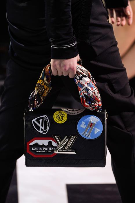 Diseño de cartera de Louis Vuitton sobre la pasarela