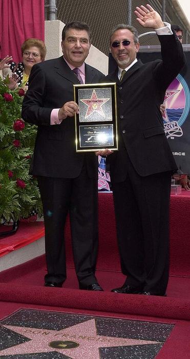 Don Francisco y Emilio Estefan en el Paseo de la Fama en Hollywood