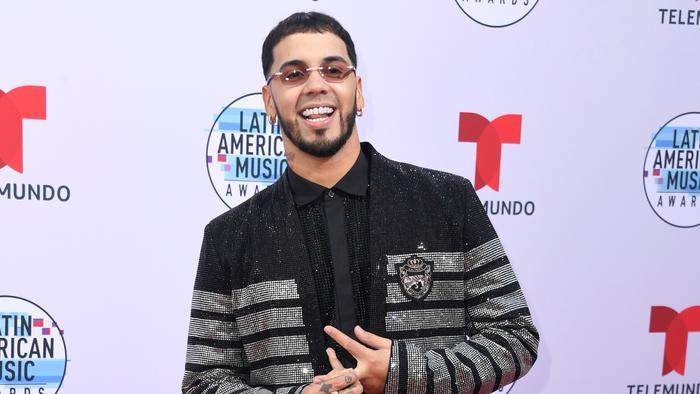 Anuel AA en la alfombra roja de los Latin American Music Awards