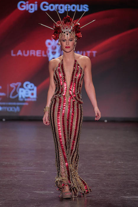 Gigi Gorgeous en el Go Red for Women Dress Collection 2016