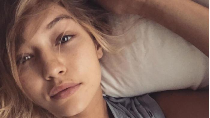 Gigi Hadid recostada y sin maquillaje