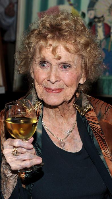 Gloria Stuart en 2010