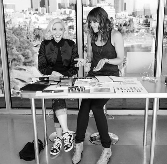 Gwen Stefani junto lanzando su línea de maquillaje