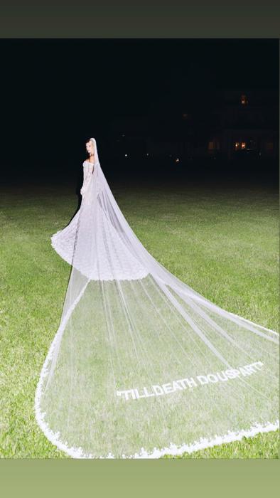 Velo del vestido de novia de Hailey Bieber