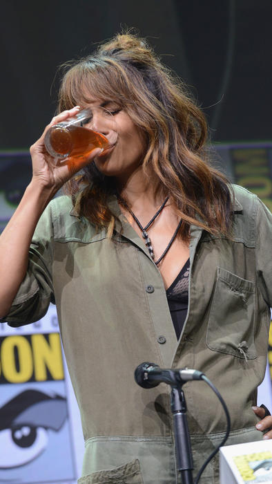 Halle Berry drinking whiskey in Comic Con 2017