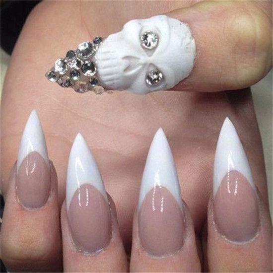 uñas de calavera blancas con puntas afiladas para halloween