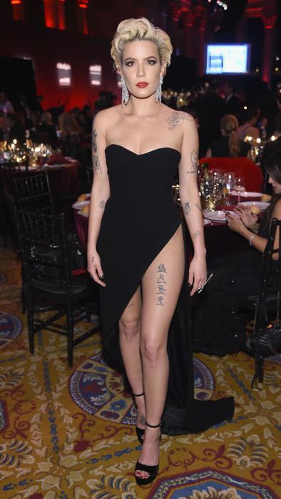 el vestido de halsey se abrió en la entrepierna y la cantante enseñó