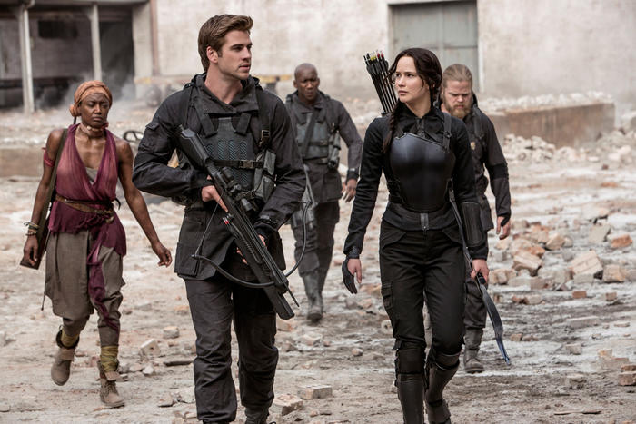 "Jennifer Lawrence y Liam Hemsworth – ""The Hunger Games: Mockingjay – Part 1"""