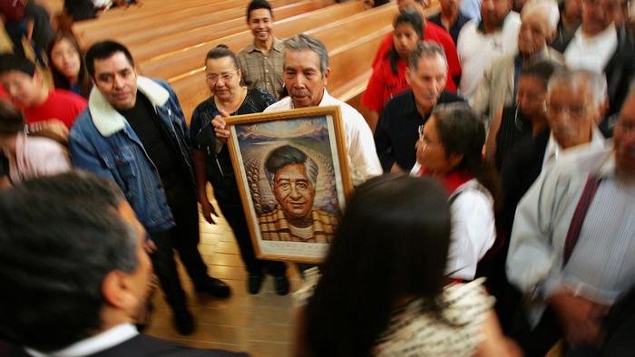 Homenaje a César Chávez en una misa en Los Ángeles