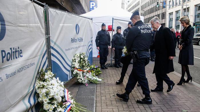 reyes belgas ponen flores en lugar de atentados