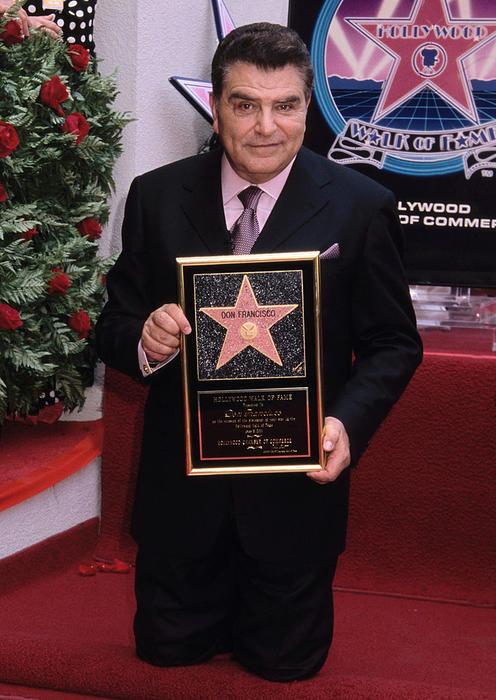 Don Francisco con su estrella en el Paseo de la Fama en Hollywood
