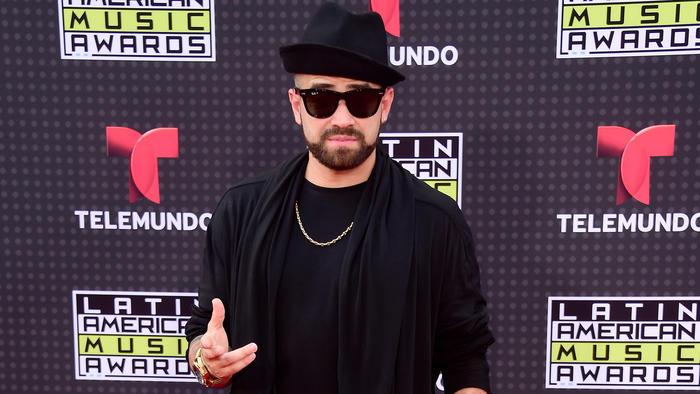 Nacho Mendoza con gafas de sol