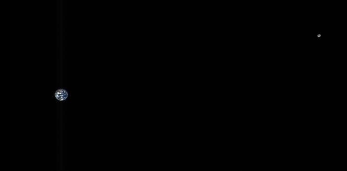 La Tierra y la Luna en una imagen captada por una nave espacial.