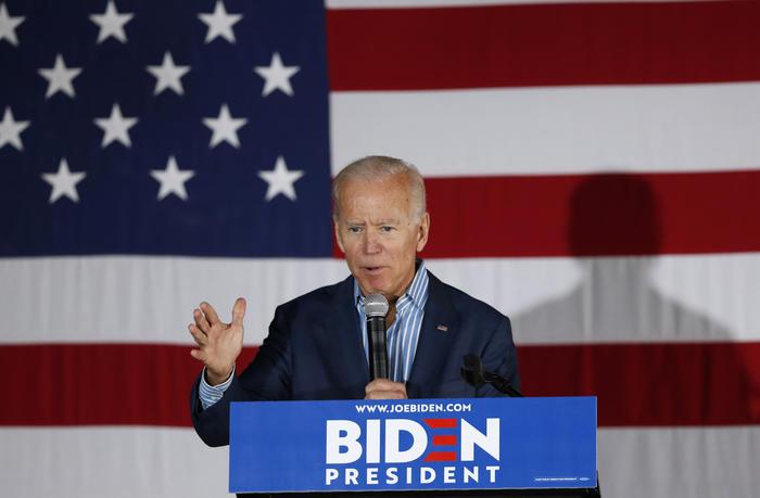 Joe Biden durante un acto electoral el 1 de mayo de 2019 en Iowa City.